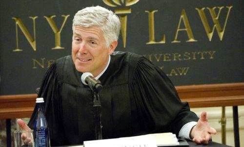 Usa, Trump nomina il conservatore Gorsuch alla Corte Suprema