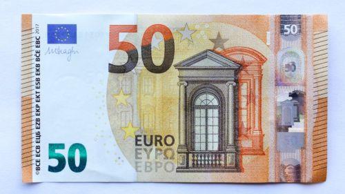 eb351ad856 In circolazione da oggi la nuova banconota da 50 euro. Draghi: il contante  resta