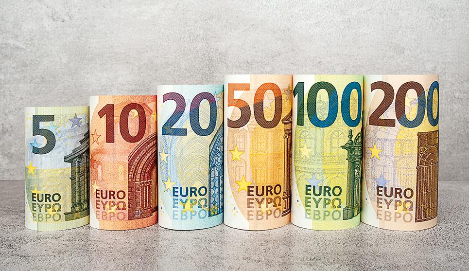 f90e02e3da euro. Dal prossimo 28 maggio entreranno in circolazione le due nuove banconote  da 100 e 200 ...