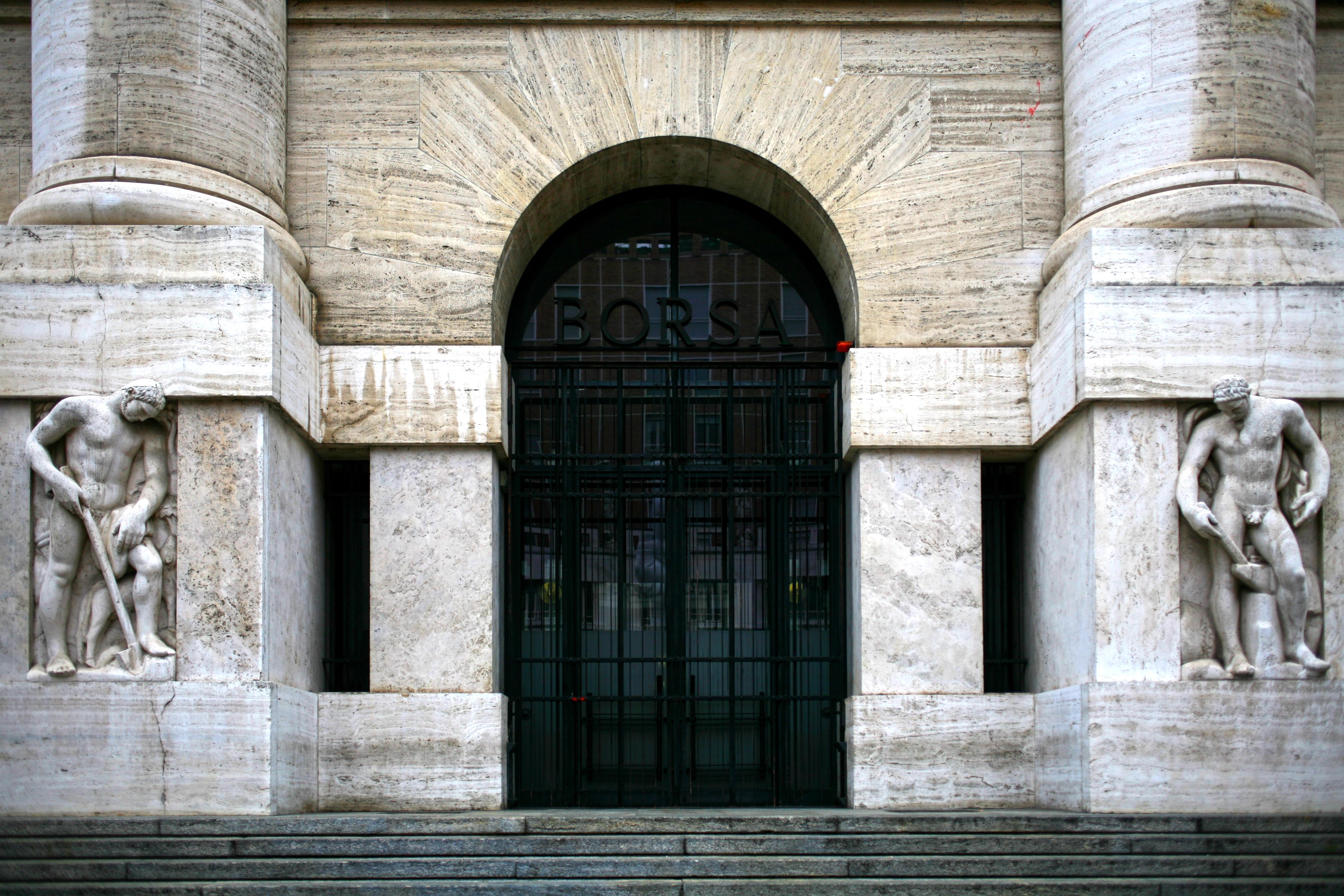 carino e colorato presa all'ingrosso designer nuovo e usato Borsa, avvio col segno meno a Piazza Affari. Spread poco ...