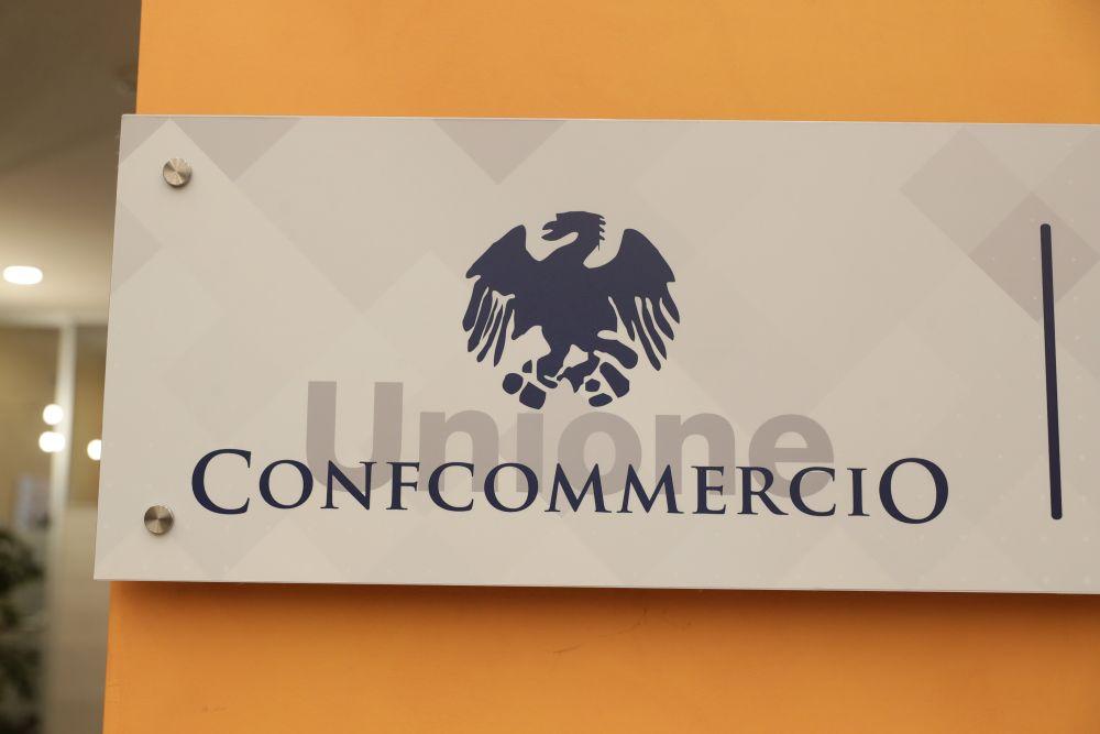 La Confcommercio: con il Covid abbiamo perso 2.000 euro a testa. Nel 2021 crescita tra 4,5% e 5% - ItaliaOggi.it